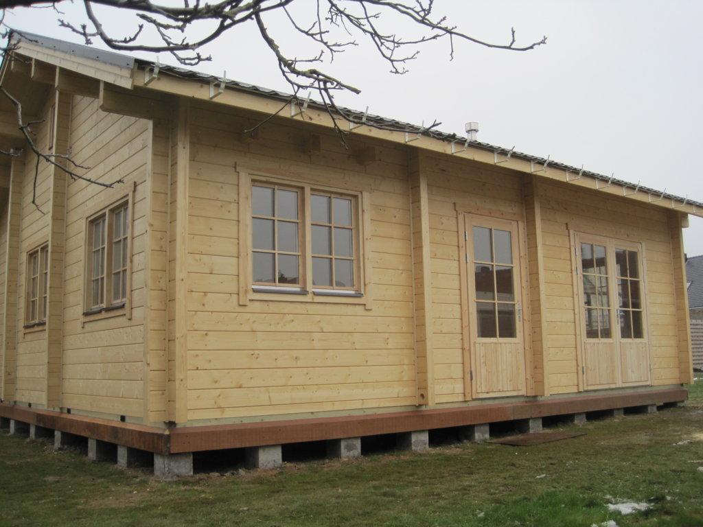 Blokhut nancy beku loghomes for Chalet slaapkamer